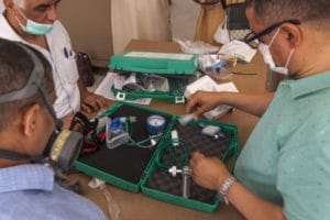 Essai de montage d'une CPAP par des médecins Algériens